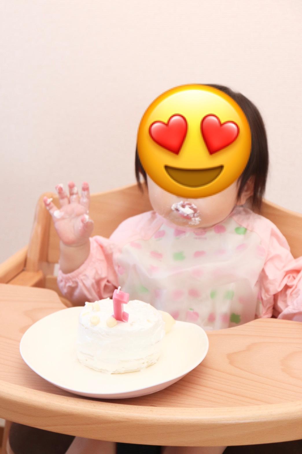 スマッシュケーキを食べる赤ちゃん